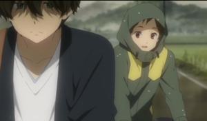 アニメ「氷菓」第5話冒頭 雨の帰り道の奉太郎と里志