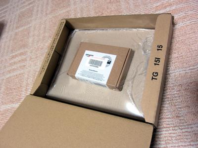 いつもの 30cm 四方くらいの箱に納められたアマゾンループの入ったらしき箱